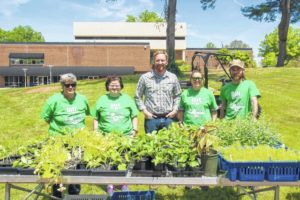 SCC Horticulture Club gains experience, serves community